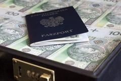 手提箱护照和波兰货币毁坏概念 免版税库存照片