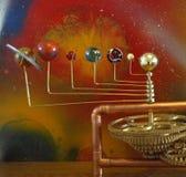 手摇把6行星太阳系仪 免版税库存照片
