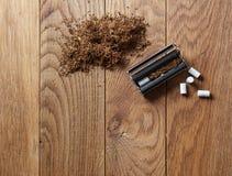 手摇的香烟 免版税库存照片