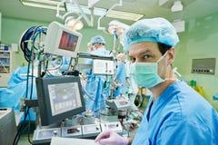 手术perfusionist在操作时 库存图片
