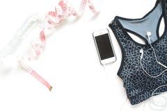 手机、测量磁带、水和体育胸罩, H平的位置  免版税图库摄影