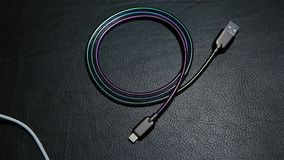手机充电器缆绳皮革背景hd英尺长度没人 股票视频