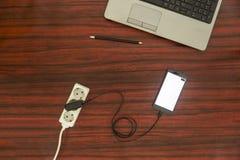 手机充电的概念-电话连接了到电源插座 免版税图库摄影