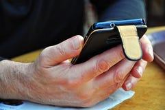 手机在人的手上 免版税图库摄影