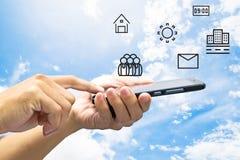 手机在手中和象 免版税库存图片