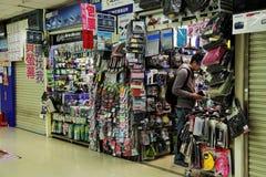 手机,片剂,膝上型计算机盒商店 库存照片