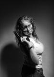 手枪严重的妇女 免版税库存照片