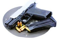 手枪和项目符号 免版税图库摄影