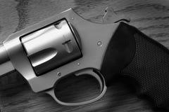 手枪手枪射击的自卫或Mili的特写镜头触发器 免版税库存照片