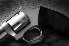 手枪手枪射击的自卫或Mili的特写镜头触发器 免版税库存图片