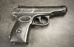手枪接近  库存照片