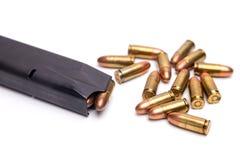 手枪杂志和铁锈子弹 免版税库存图片