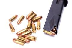 手枪杂志和铁锈子弹 免版税图库摄影