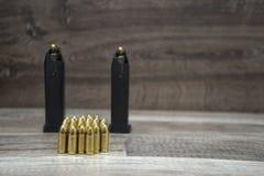 手枪杂志用子弹 库存照片