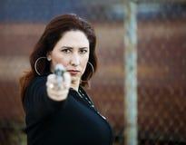 手枪讲西班牙语的美国人妇女 免版税库存照片