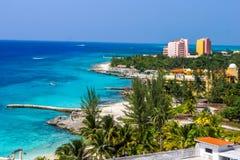 手段在加勒比岛上的小点海岸线 免版税库存照片