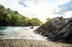 手段斑点海滩 免版税图库摄影