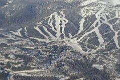 手段滑雪村庄 免版税库存图片