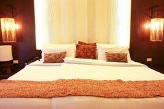 手段的热带卧室 免版税库存图片