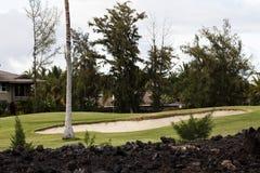 手段高尔夫球场孔和沙坑Kona夏威夷 免版税库存图片