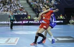 """手球妇女EHF拥护同盟决赛4 †""""ZRK BUDUCNOST波多里加对 ZRK瓦尔达尔河斯科普里 图库摄影"""