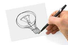 手画与一支铅笔的一个电灯泡在板料 免版税库存图片