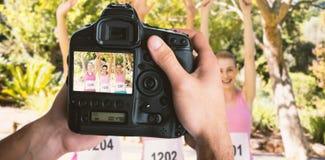 手的播种的图象的综合图象拿着照相机的 免版税库存照片