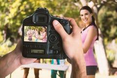 手的播种的图象的综合图象拿着照相机的 免版税库存图片