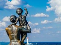 水手的妻子的雕象 爱和保真度的符号 免版税库存照片