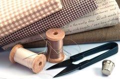 手缝合的工具 免版税库存照片