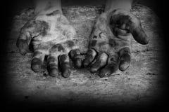 手肮脏工作者在工作以后 库存照片