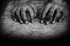 手肮脏工作者在工作以后 库存图片