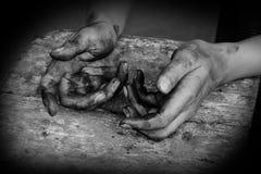手肮脏工作者在工作以后 免版税图库摄影