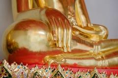 手菩萨金子和泰国艺术建筑学 免版税库存图片