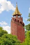 手表塔在曼德勒宫殿 免版税库存图片