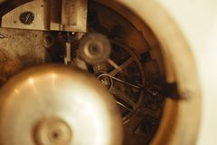 手表机械细节在桌上的 库存图片