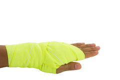 手被栓的黄色有弹性绷带 库存图片