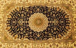 手被编织的地毯细节  库存照片