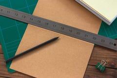 手装订过程 免版税库存照片