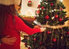 手装饰圣诞树,概念 库存照片