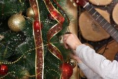 手装饰圣诞树 库存照片