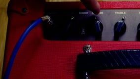手调大在吉他放大器的容量 影视素材