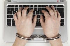 手铐和互联网 免版税库存图片