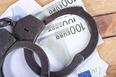 手铐和欧洲票据 免版税库存图片