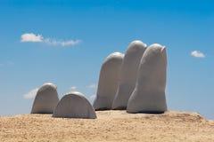 手雕塑,埃斯特角乌拉圭 图库摄影