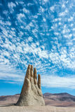 手雕塑,阿塔卡马沙漠的标志 免版税库存照片