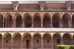 洗手间修道院的门面的前面看法历史的州立大学的 库存图片