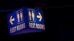 洗手间在客栈的标志板 股票视频