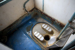 洗手间火车在肮脏的印度小和 库存图片