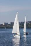 扎波罗热, UKRAINE-AUGUST 11 :航行游艇11日2012年在Zaporo 库存图片